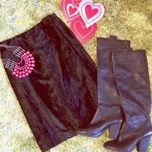 Velvety texture black Harold's skirt